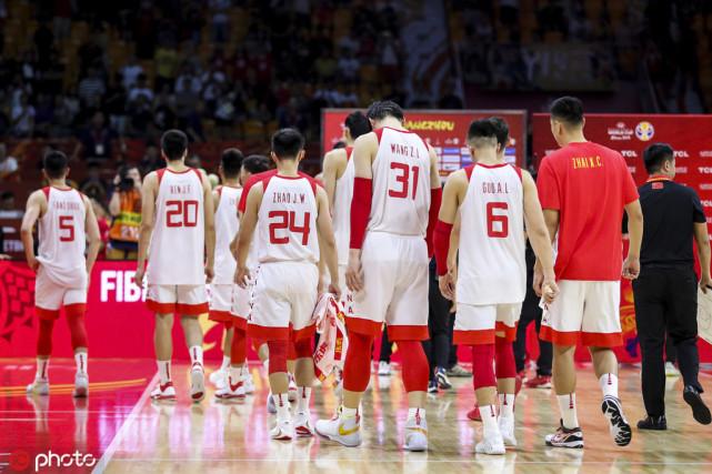 京媒:常用三后卫战术短板明显 男篮未进奥运会国家队或换主帅